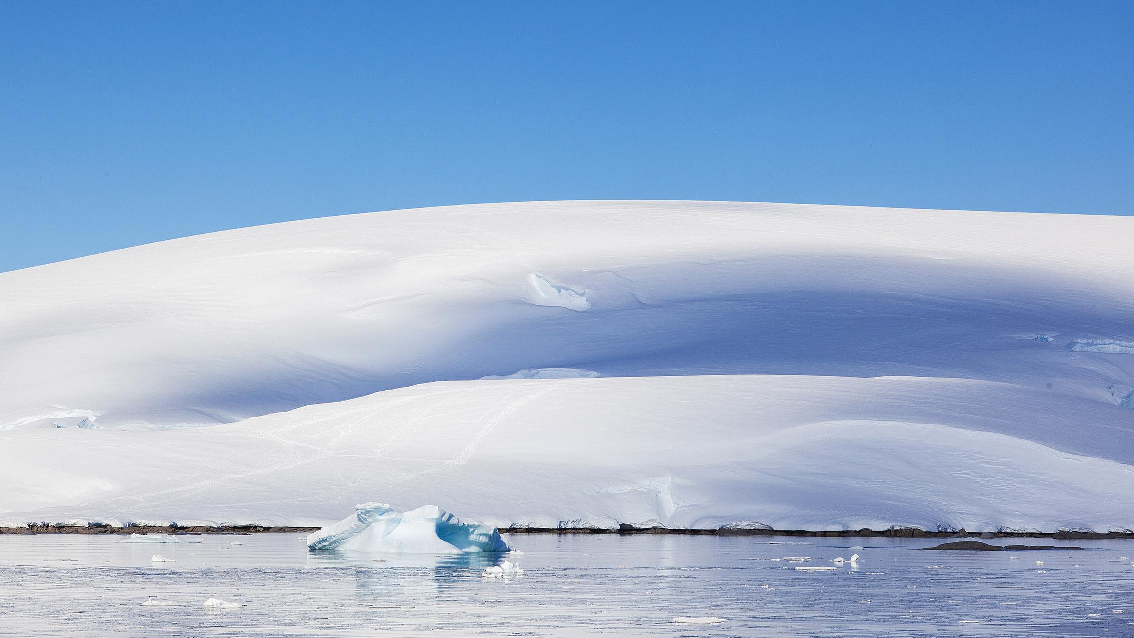50 tinten blauw op Antarctica