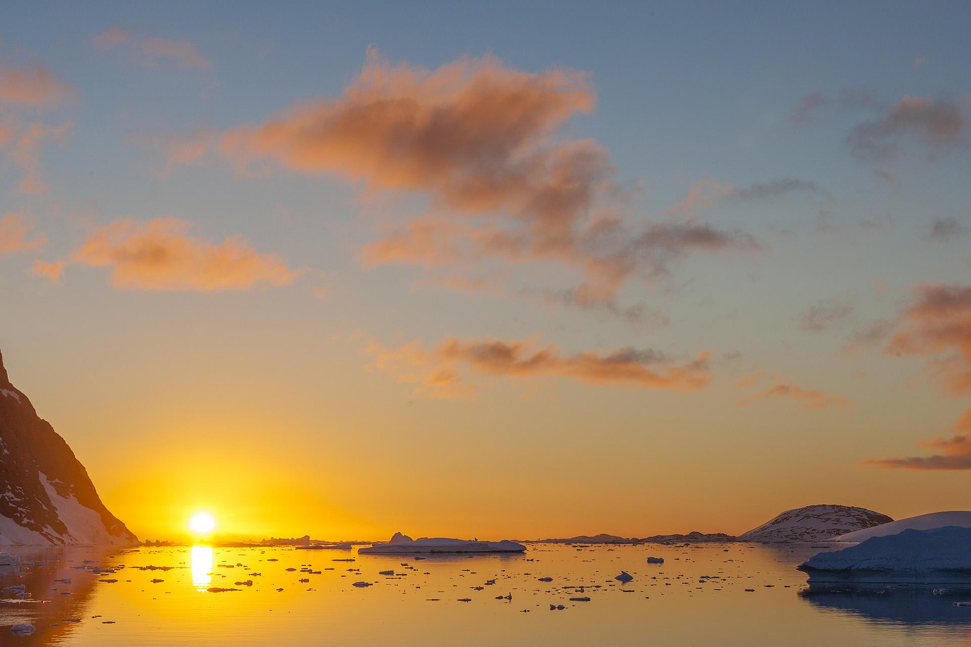 Een van de allermooiste plekken op aarde moet wel het Lemaire Channel op Antarctica zijn