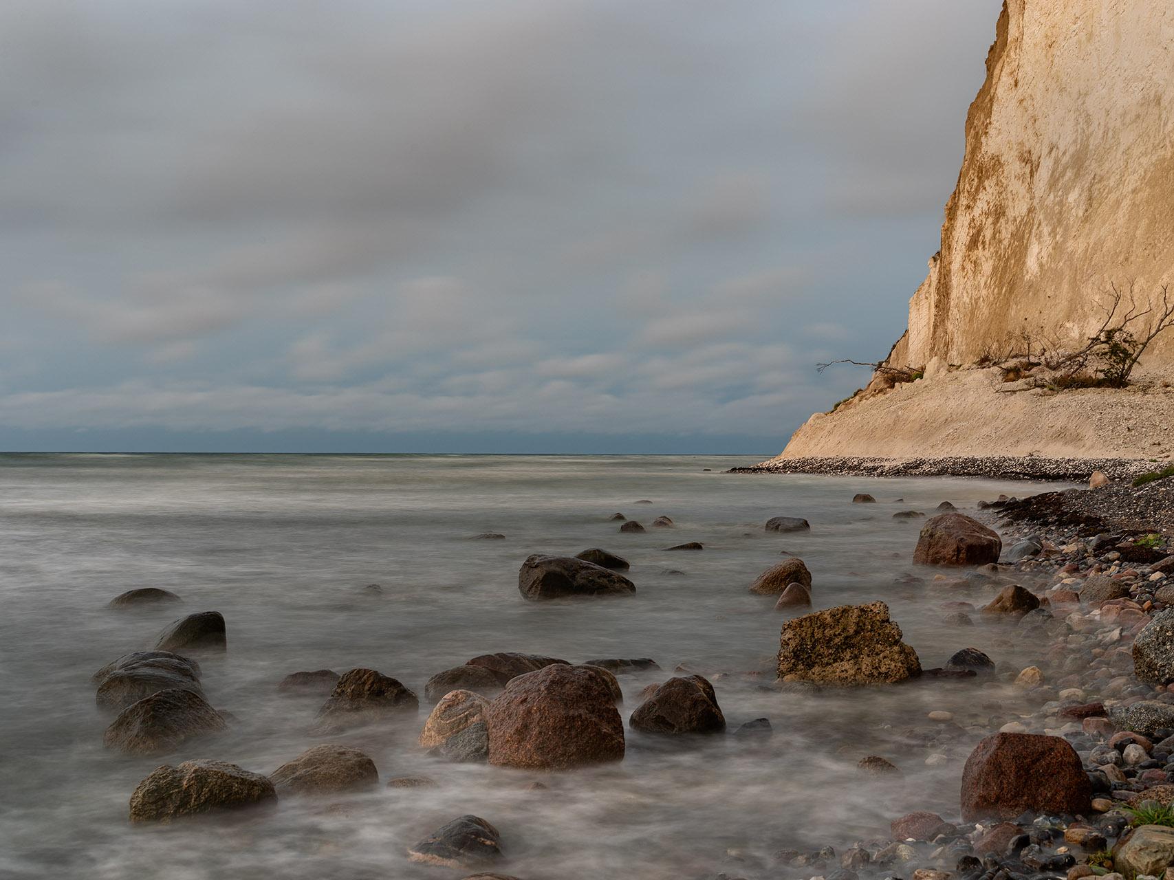De kliffen van het Deense Møn rijzen omhoog vanuit de Oostzee