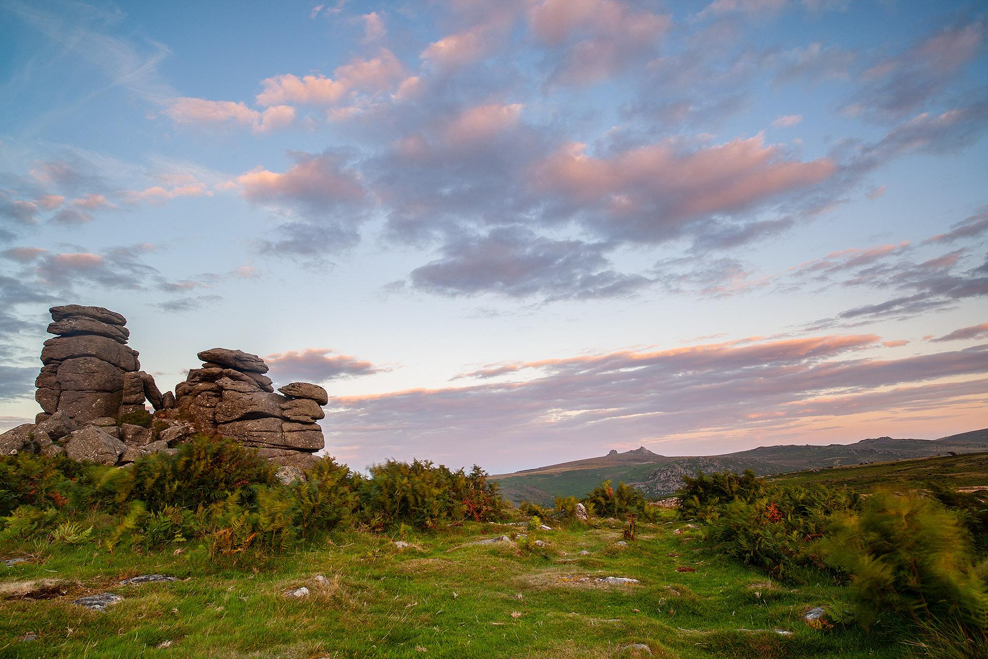 Prachtig uitzicht op Houndtor in Dartmoor Engeland