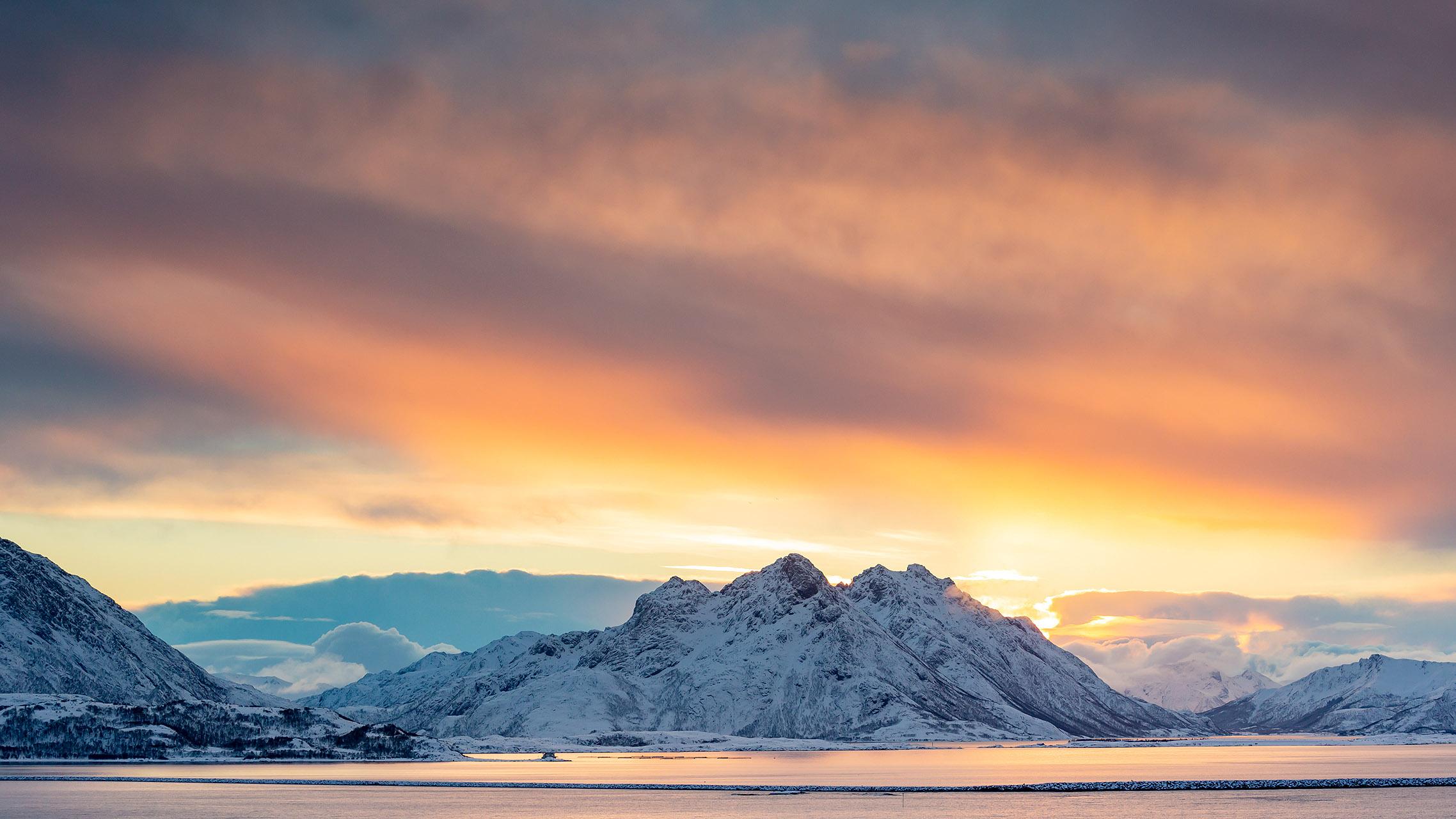 Het eerste licht na een periode van duisternis in Noord Noorwegen